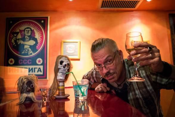 Μια μπύρα με τον αντισυμβατικό άνθρωπο-ορχήστρα Mickey Pantelous και τους συνοδο