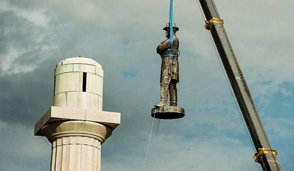Τι πρέπει να γίνει με τα αγάλματα του παρελθόντος που θέλουμε να ξεχάσουμε; Πρόκ