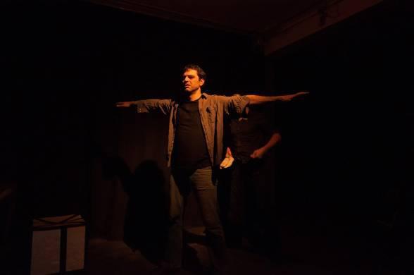 Το βίαιο ταξίδι ενός μετανάστη μέσα απο μια μουσικοθεατρική παράσταση [ Συνέντευ