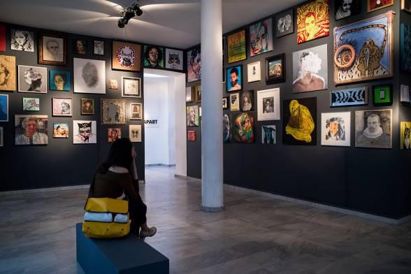 Portrait Cabinet στην Cheapart: 57 καλλιτέχνες - 108 πορτρέτα