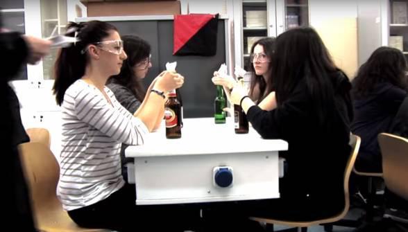 Απολαυστικό και χιουμοριστικό βιντεάκι από μαθητές για τα Εξάρχεια