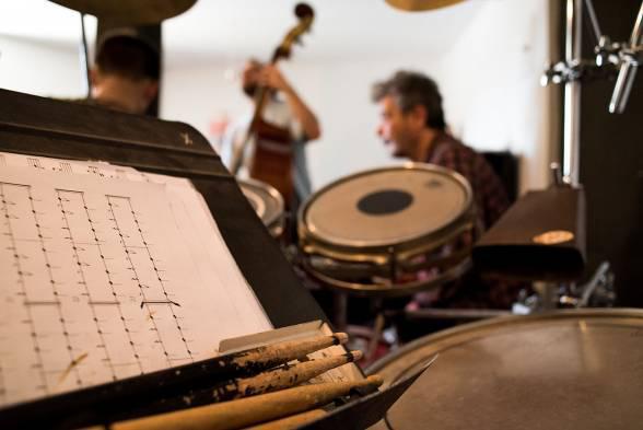 Ιστορίες για κρουστά -Μια κουβέντα με τον μουσικό και καθηγητή κρουστών του ΕΜΠ
