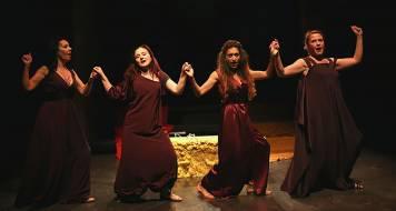 Αρχαίων Γυναικών Πρόσωπα και Προσωπεία - Θεατρική παράσταση στο studio Μαυρομιχάλη