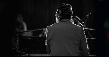 Looping Tuesdays - αυτοσχεδιαστική διάθεση με πιάνο και επιλεγμένους μουσικούς στους Πέντε Δρόμους