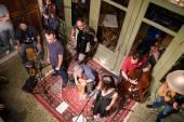 Ιστορίες για Κρουστά - Ζωντανή ηχογράφηση στους Πέντε Δρόμους στα Εξάρχεια