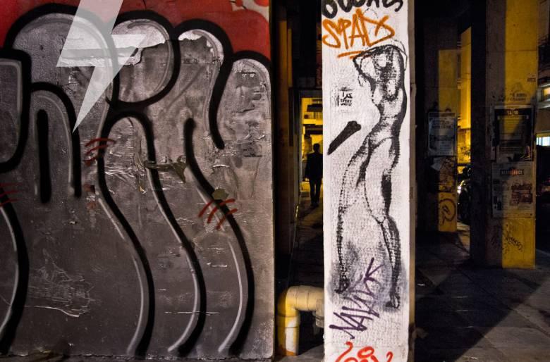 Φωτογραφία δρόμου: στην Σπύρου Τρικούπη, Εξάρχεια