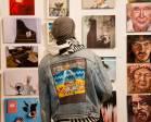 Στιγμιότυπα από την πολυσυλλεκτική έκθεση που φιλοξενεί έργα από 80 καλλιτέχνες