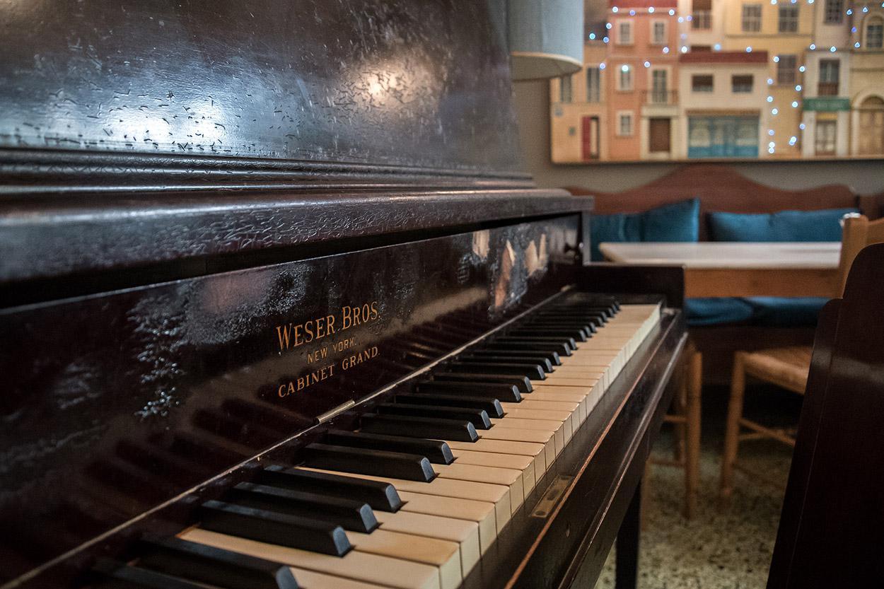 Το πιάνο στους 5 Δρόμους