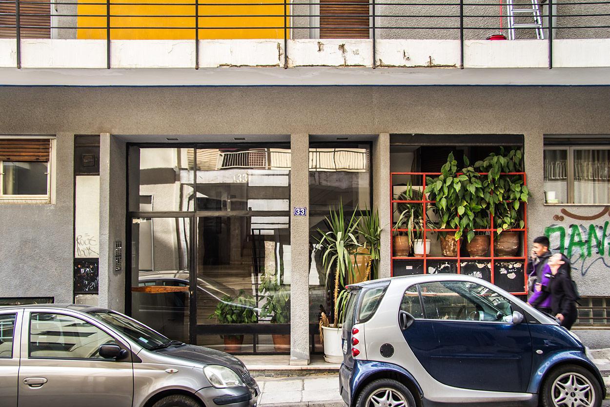Η αρχιτεκτονική ομορφιά μίας παρεξηγημένης δεκαετίας: Η πολυκατοικία στην οδό Ελλανίκου 33 και Αρχελάου