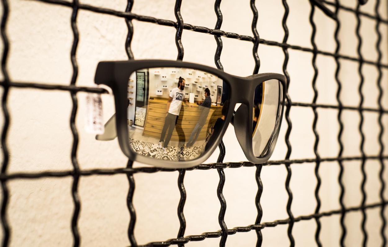 Ένα urban οπτικοπωλείο στα Εξάρχεια