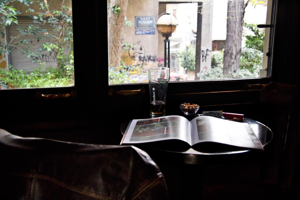 Ιντριγκά, καφέ μπαρ στα Εξάρχεια