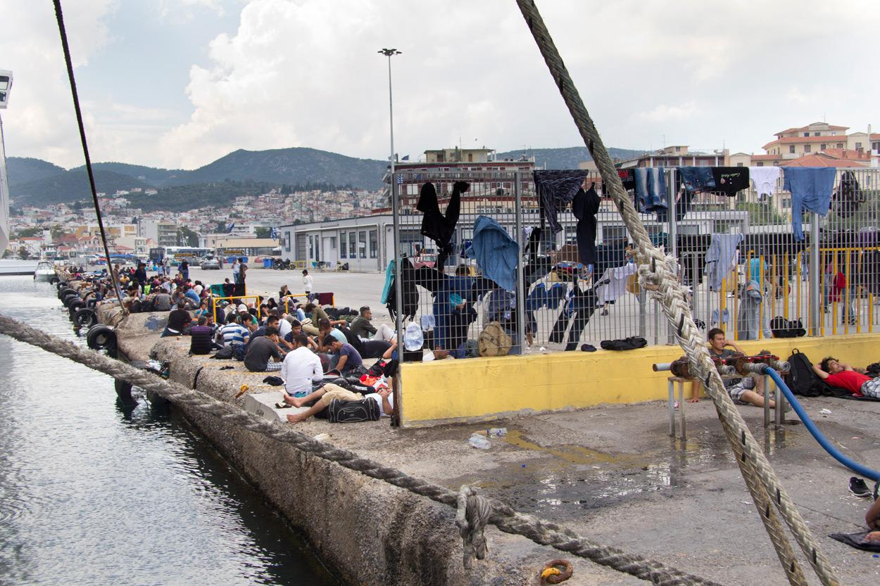 Πρόσφυγες στο λιμάνι της Μυτιλήνης