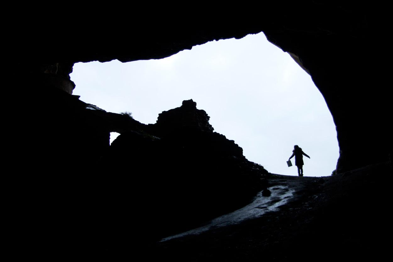 Μέσα από τη σπηλιά