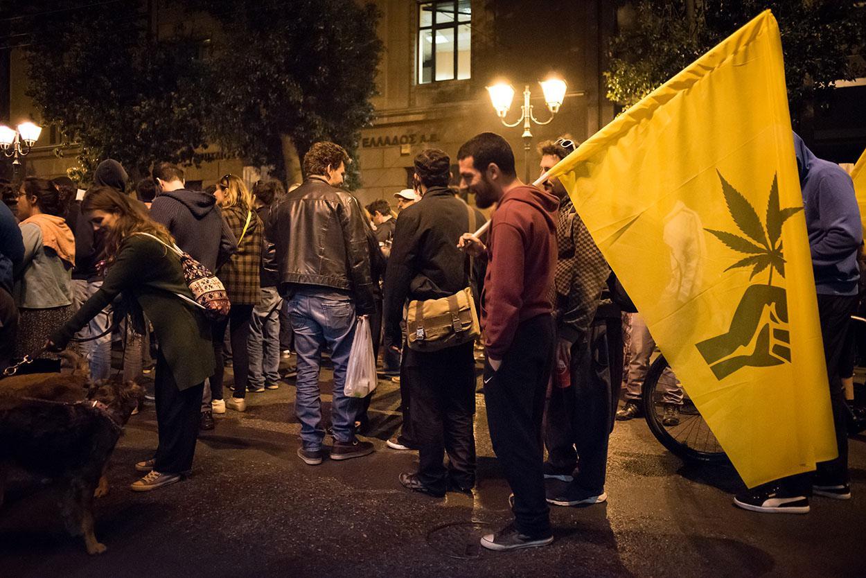 Στιγμιότυπα από τη Μουσική Κανναβική πορεία στο κέντρο της Αθήνας