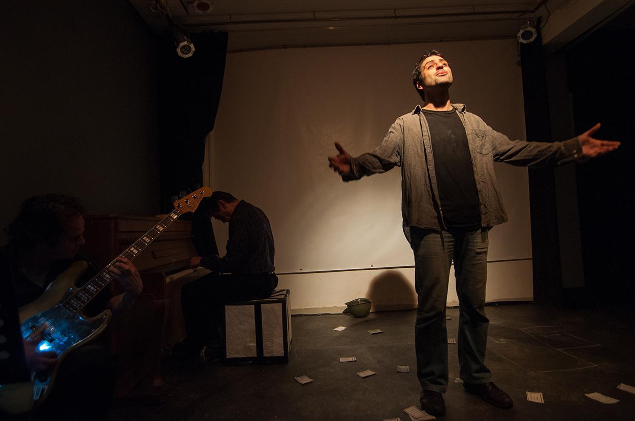 Το βίαιο ταξίδι ενός μετανάστη μέσα απο μια μουσικοθεατρική παράσταση [ Συνέντευξη ]